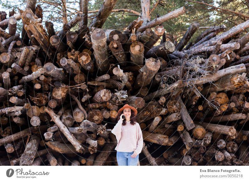 Frau Mensch Ferien & Urlaub & Reisen Natur Jugendliche Junge Frau schön weiß Landschaft Baum Erholung Freude Wald Winter Berge u. Gebirge Gesicht