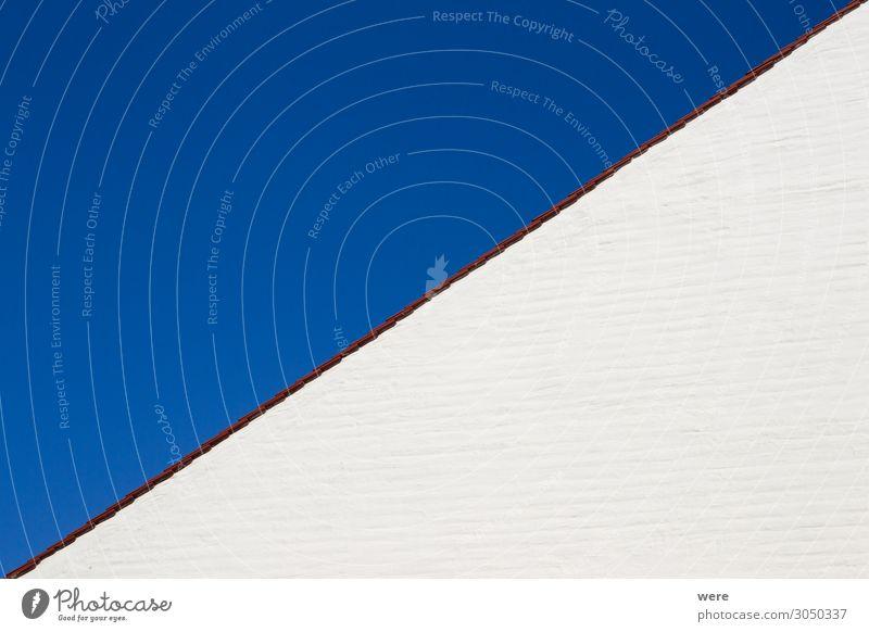 Gable wall of a white house in front of a blue sky Sommer blau weiß Haus Architektur Fassade Zufriedenheit ästhetisch einfach Dach Blauer Himmel diagonal