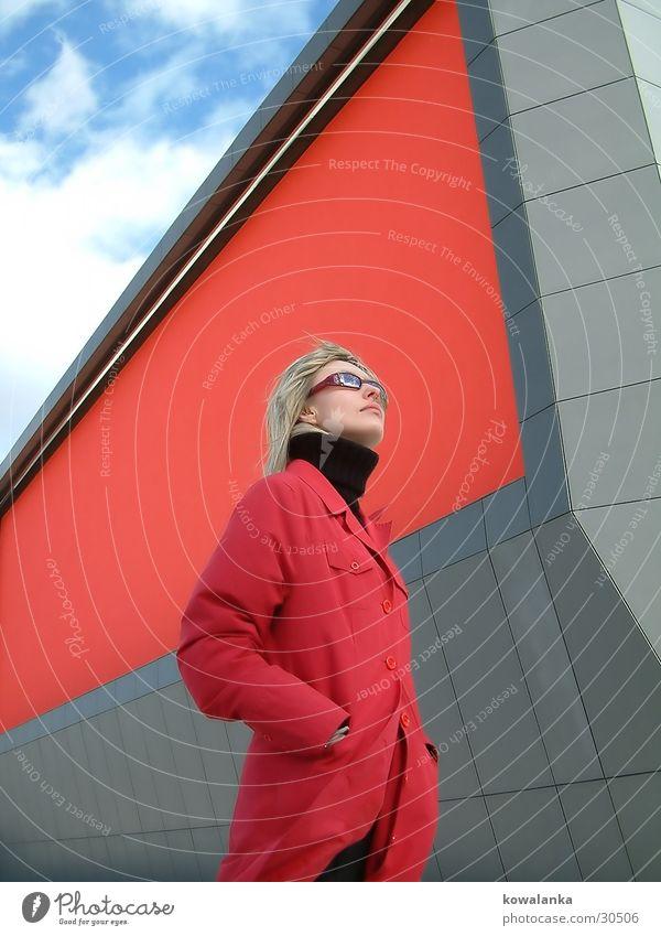 red blooded woman Frau rot Wolken Design Bildschirm Weitwinkel