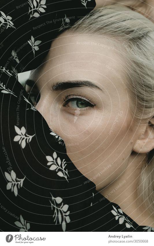 Augenkontakt Lifestyle elegant Stil schön Schminke Mensch Junge Frau Jugendliche Erwachsene Leben Körper Haut Kopf Haare & Frisuren Gesicht 1 13-18 Jahre