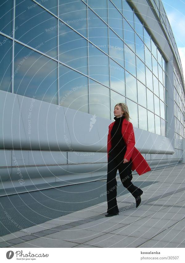 glass2 Frau rot Spaziergang
