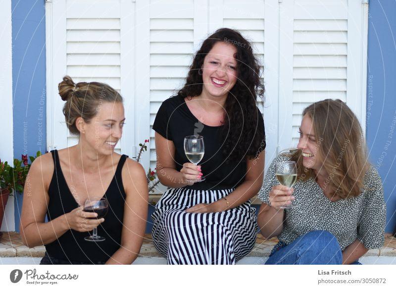 FREUNDE - WEIN - ZUSAMMENSEIN schön Alkohol Ferien & Urlaub & Reisen Tourismus Veranstaltung ausgehen trinken Feste & Feiern Frau Erwachsene 3 Mensch