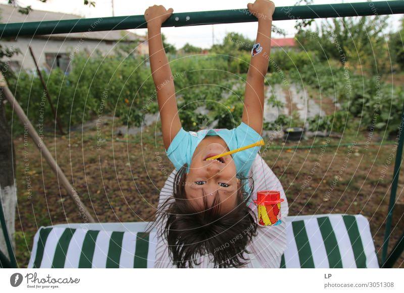 auf den Kopf gestellt Lifestyle Freude Freizeit & Hobby Spielen Kinderspiel Kindererziehung Bildung Mensch Mädchen Geschwister Kindheit Leben Gefühle Stimmung
