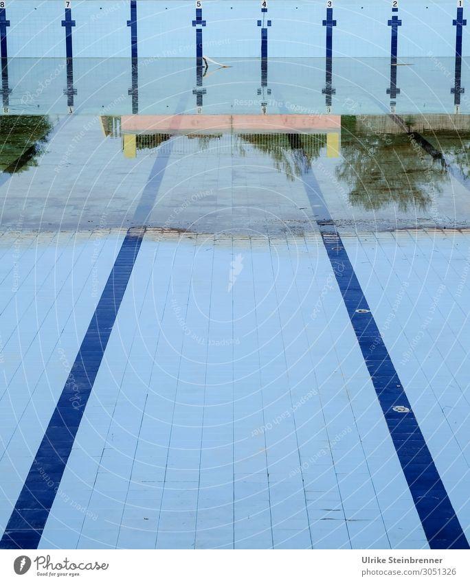 Leerer Pool Schwimmen & Baden Ferien & Urlaub & Reisen Sport Fitness Sport-Training Sportstätten Schwimmbad Mauer Wand Stein alt eckig sportlich trocken blau