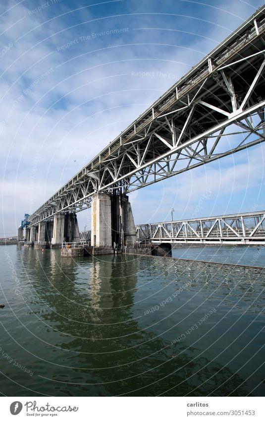 Gitterstruktur waagerecht Weil am Rhein Wasserkraftwerk Brücke Kraft Energie Energiewirtschaft Stahl Konstruktion Brückenpfeiler Reflexion & Spiegelung Neigung