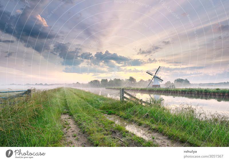 schöner Morgen über einer bezaubernden Windmühle am Fluss Ferien & Urlaub & Reisen Tourismus Sommer Kultur Natur Landschaft Himmel Wolken Horizont Wetter Nebel