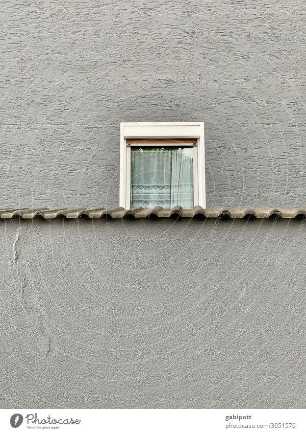 2/3 Fenster Altstadt Haus Mauer Wand Fassade Dach alt trashig trist Stadt Lebensfreude Mitgefühl Ordnungsliebe Langeweile Perspektive Stimmung Symmetrie