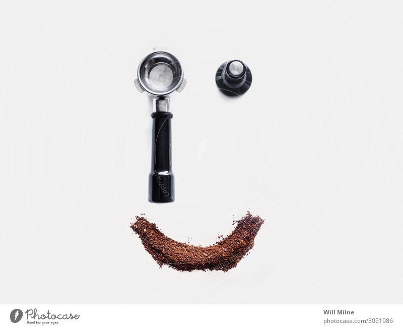 Espresso-Werkzeuge und Kaffee Smiley Gesicht Bohnen Getränk Koffein knirschen Gelände heiß machen Morgen Pulver Hintergrund neutral Lächeln