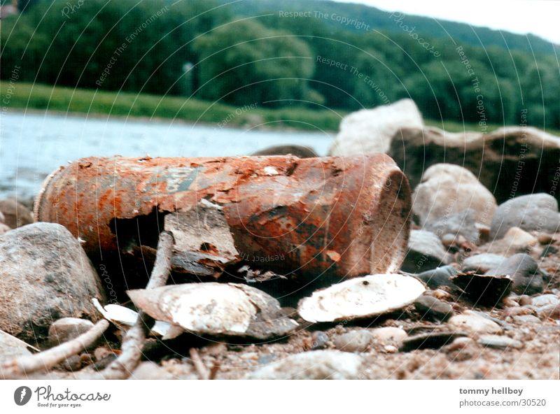 die Zeit nagt Natur Strand Wald Stein Stimmung Küste Umwelt Zeit Fluss Dinge Rost Elbe Büchse Dose