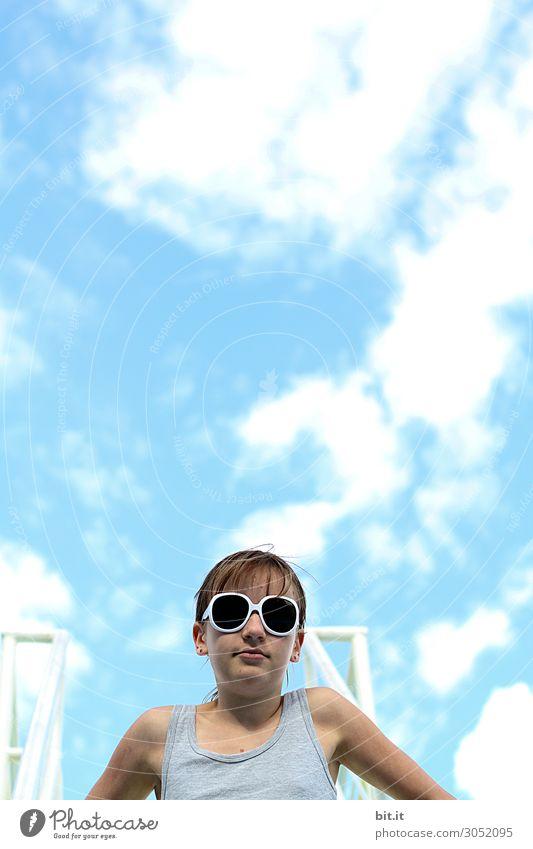 Heute gibts Schwimmbadwetter. Kind Mensch Himmel Ferien & Urlaub & Reisen Sommer Wolken Freude Mädchen Strand feminin Sport Glück Tourismus Schwimmen & Baden