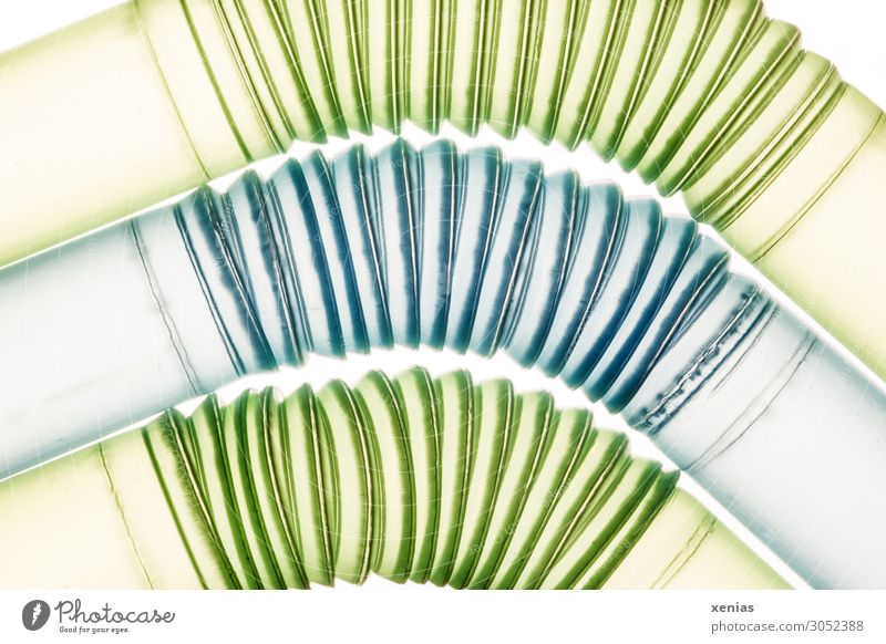 um die Kurve - drei Trinkhalme mit Knick Röhren Rohrleitung Kunststoff rund blau grün Einweg Einwegplastik beweglich Plastiktrinkhalm Nahaufnahme Detailaufnahme