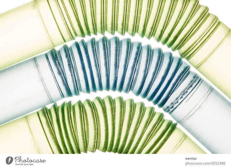 um die Kurve Trinkhalm Röhren Rohrleitung Kunststoff rund blau grün Einweg Einwegplastik beweglich Plastiktrinkhalm Farbfoto Studioaufnahme Nahaufnahme