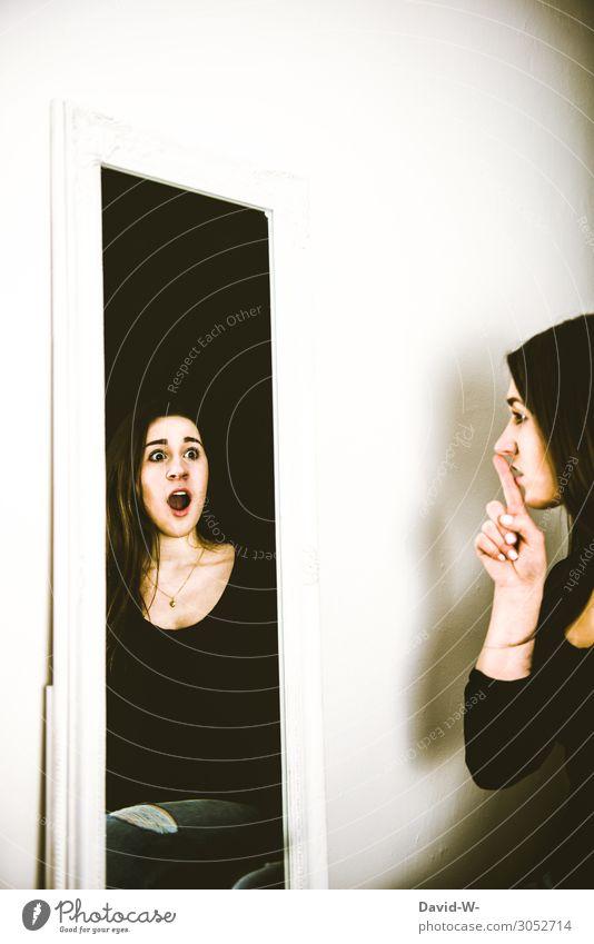gespaltene Persönlichkeit Lifestyle Mensch feminin Junge Frau Jugendliche Erwachsene Leben Gesicht 1 2 Kunst Kunstwerk Schauspieler beobachten Kommunizieren
