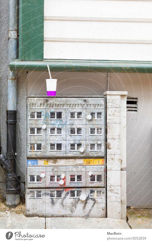Kabelverzweiger Dienstleistungsgewerbe Energiewirtschaft Fernseher Telefon Telekommunikation Internet Fassade Zeichen Graffiti Telefonkabel Straßenrand Wand