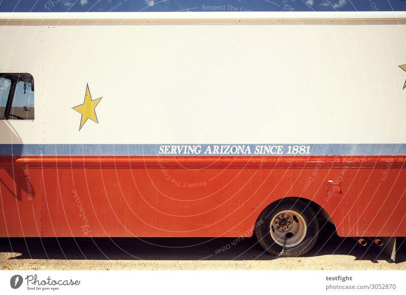 serving arizona Verkehrsmittel Fahrzeug Bus Oldtimer alt historisch retro Sehnsucht Vergänglichkeit Lastwagen kaputt Arizona Stern Farbfoto Außenaufnahme