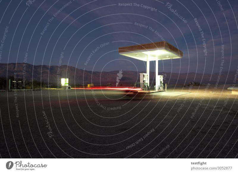 tankstelle Natur Landschaft dunkel Straße Architektur Umwelt Beleuchtung Gebäude PKW Verkehr leuchten Bauwerk fahren Wüste Verkehrswege Fahrzeug