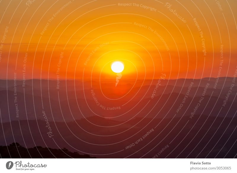 bunter Sonnenuntergang Umwelt Natur Landschaft Himmel nur Himmel Wolkenloser Himmel Horizont Sonnenaufgang Sonnenlicht Wald Unendlichkeit gut heiß lang