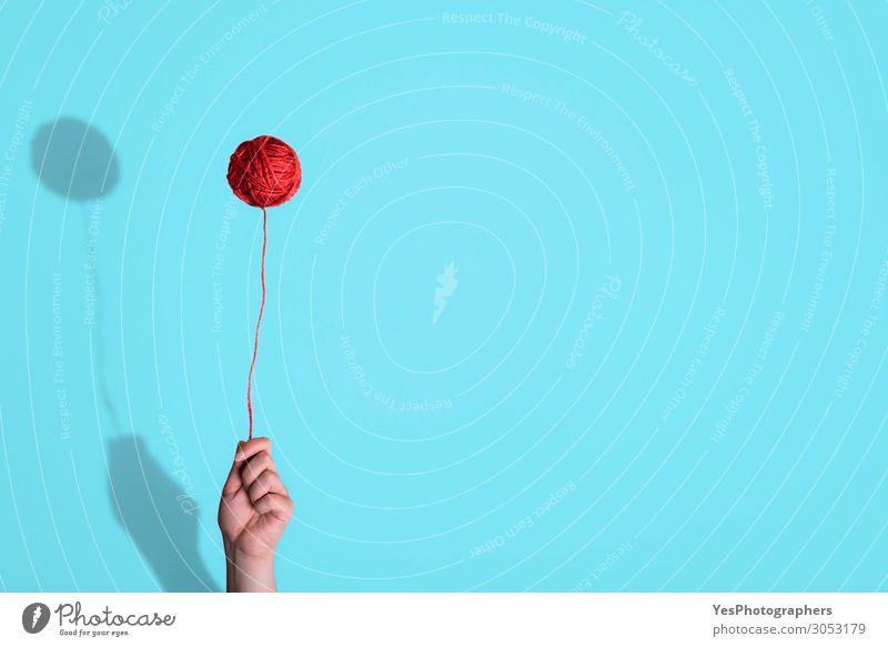 Hand Lifestyle lustig Glück Kunst außergewöhnlich Freizeit & Hobby Kindheit Aktion Spielzeug Surrealismus Entwurf minimalistisch Handarbeit Wolle Halt