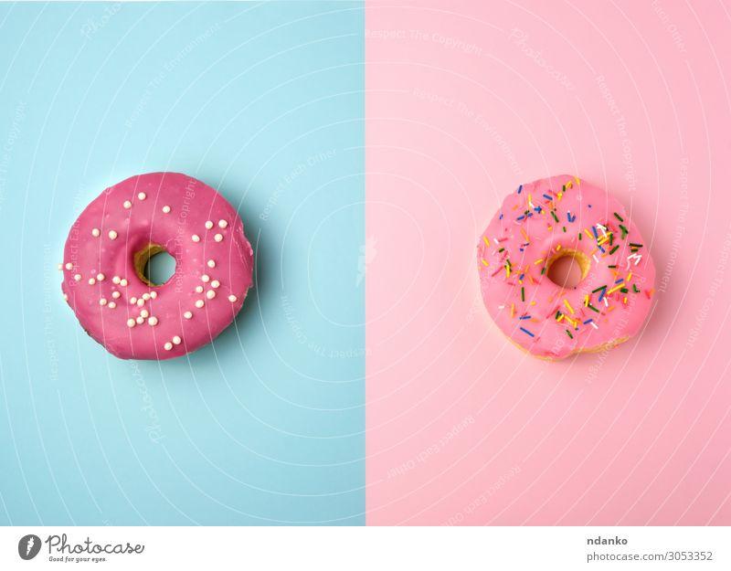 zwei ganze runde rosa Donuts mit bunten Streuseln Kuchen Dessert Süßwaren Ernährung Frühstück Dekoration & Verzierung Feste & Feiern Essen außergewöhnlich