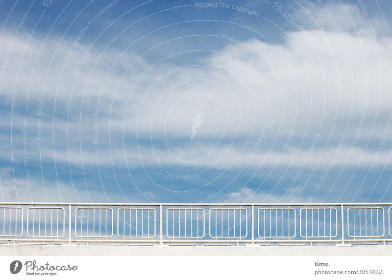 Luft nach oben Himmel blau Stadt weiß Erholung Wolken Ferne schwarz Straße Leben Umwelt Wege & Pfade Zeit Design Zufriedenheit Horizont