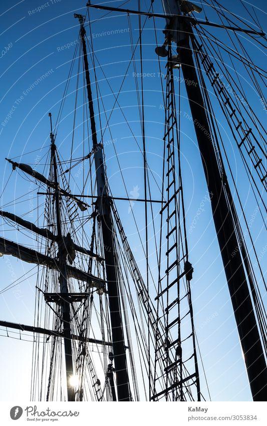 Silhouetten der Masten eines Segelschiffs Schifffahrt Segelboot maritim blau schwarz Bewegung Freiheit Freizeit & Hobby Klima Ferien & Urlaub & Reisen
