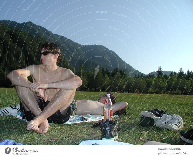chillen in den bergen Mann Natur Sonne Wiese Berge u. Gebirge See Sonnenbrille Brille