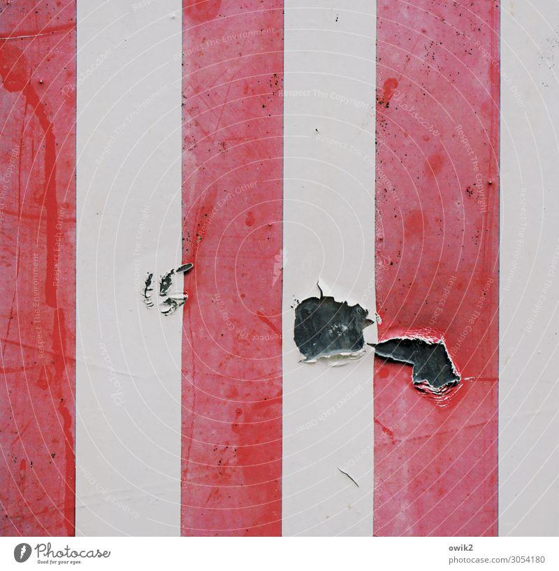 Bildstörung Container Folie Metall Kunststoff rebellisch rot schwarz weiß Missgeschick Ordnung Verfall Vergänglichkeit Zerstörung Störung Störenfried Streifen
