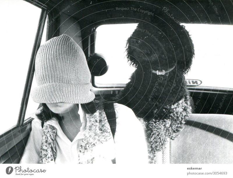 vermummt Mensch feminin Junge Frau Jugendliche 1 13-18 Jahre Verkehr Verkehrsmittel Straßenverkehr Autofahren Fahrzeug PKW innen Innenaufnahme Mode Bekleidung