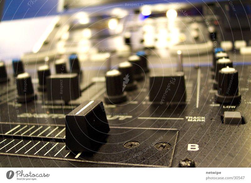 Mixer Regler Musikmischpult Elektrisches Gerät Diskjockey Lautstärke Technik & Technologie Elektronik Klang Kontrabass Treble