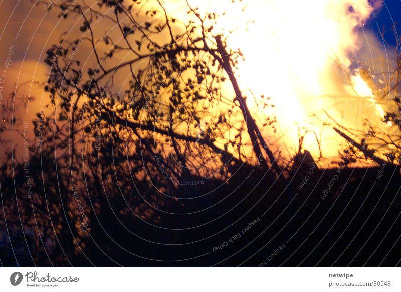 Maifeuer Bauernhof löschen Freizeit & Hobby Brand Feuerwehr Wasser