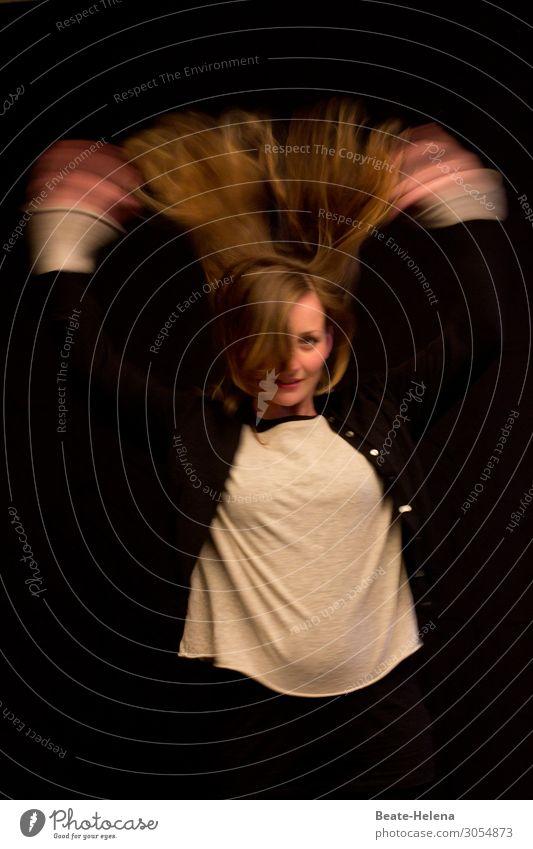 Stürmische Zeiten (1) Lifestyle schön Leben Freizeit & Hobby Sport Tanzen Junge Frau Jugendliche Gesicht Hand T-Shirt Jacke Haare & Frisuren rothaarig