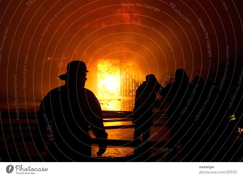 Der große Brand II Wasser Menschengruppe Brand Bauernhof Brandschutz Feuerwehr löschen Schutz