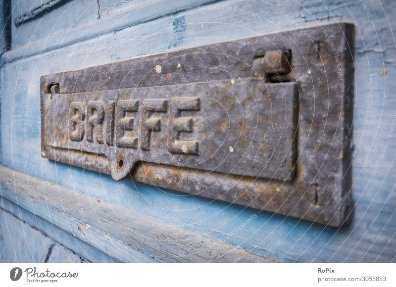 Briefkasten in einer historischen Tür. Lifestyle Stil Design Ferien & Urlaub & Reisen Ferne Freiheit Häusliches Leben Wohnung Haus Bildung Büro