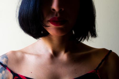 Frau Mensch Jugendliche Junge Frau 18-30 Jahre Gesicht Erwachsene feminin Haare & Frisuren Haut einzigartig Inspiration brünett schwarzhaarig kurzhaarig