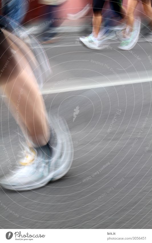 Marathon Sport Fitness Sport-Training Sportler Sportveranstaltung Joggen Leichtathletik Halbmarathon laufen rennen Turnschuh Laufsport Laufbahn Schuhe sportlich
