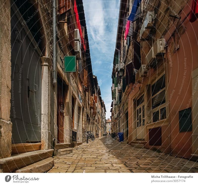 Altstadtgasse Rovinj, Kroatien Ferien & Urlaub & Reisen Tourismus Sightseeing Städtereise Sommer Stadt Hafenstadt Stadtzentrum Menschenleer Haus Gebäude