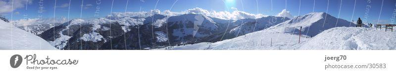 Hochbank Winter Panorama (Aussicht) Berge u. Gebirge Saalbach Hinterglemm Skiing Schnee Sonne Blauer Himmel groß Panorama (Bildformat)