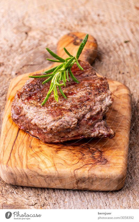 gegrilltes Steak Sommer Holz braun lecker Kräuter & Gewürze Punkt reif Kuh Fleisch Mahlzeit rustikal Seite Gitter Grill Schneidebrett aromatisch
