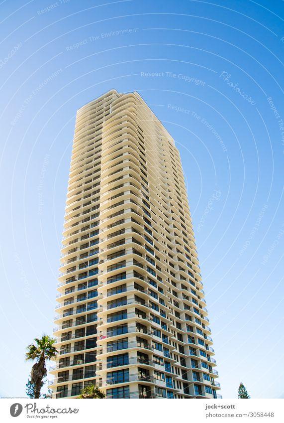 high rise Reichtum Ferne Wolkenloser Himmel Palme Queensland Hochhaus Gebäude Fassade authentisch eckig hoch lang modern neu Stadt Stimmung Schutz standhaft