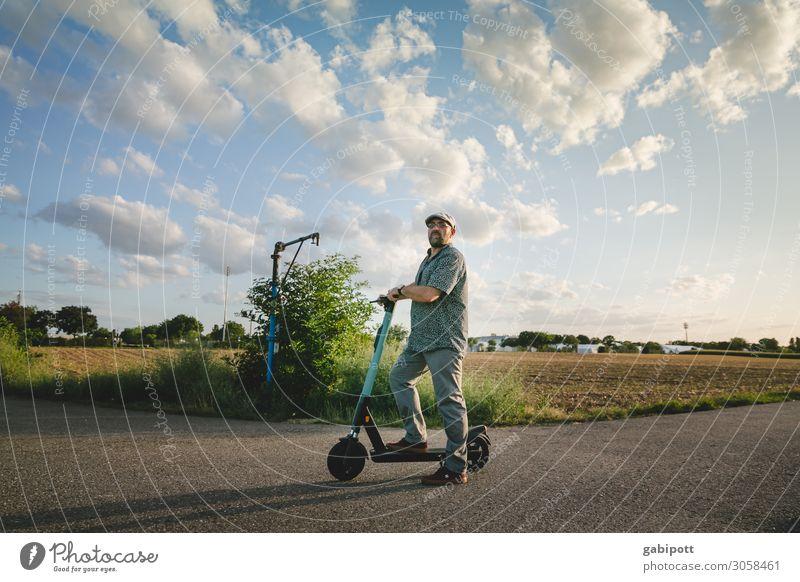 Mobilität auch auf dem Land Mensch Ferien & Urlaub & Reisen Mann Stadt Lifestyle Erwachsene Leben Senior Bewegung Freiheit Ausflug Freizeit & Hobby maskulin