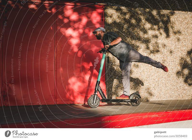 Komm lass uns Roller fahrn Mensch Mann rot Lifestyle Erwachsene Leben lustig Wege & Pfade Sport Bewegung maskulin Verkehr modern elegant Fitness Sicherheit