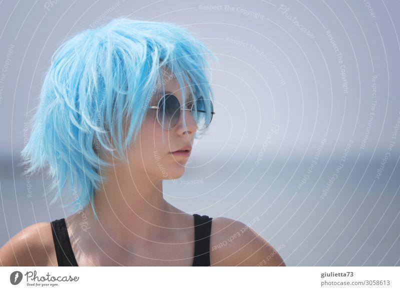 Hipster girl with blue hair || Junge Frau Jugendliche Leben 1 Mensch 13-18 Jahre Sommer Schönes Wetter Sonnenbrille kurzhaarig Perücke trendy einzigartig schön