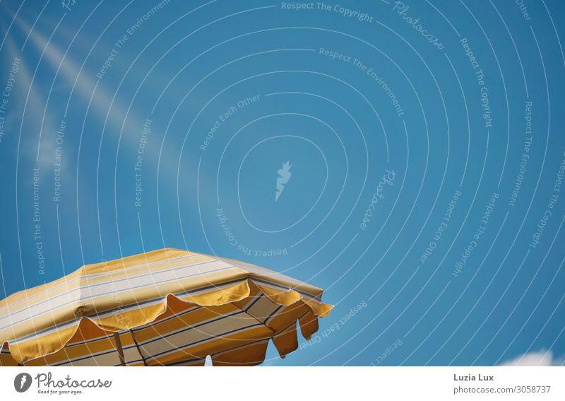 Sommerzeit, Sonnenschirm Wohnung Dekoration & Verzierung Balkon Himmel Wolken Sonnenlicht Schönes Wetter Wärme hell schön Stadt blau gelb weiß Idylle leuchten