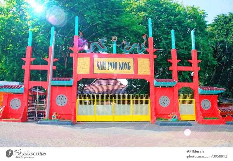 SAM POO KONG TEMPLE, SEMARANG Ferien & Urlaub & Reisen Tourismus Sightseeing Kultur Architektur Straße Hinweisschild Warnschild alt historisch rot