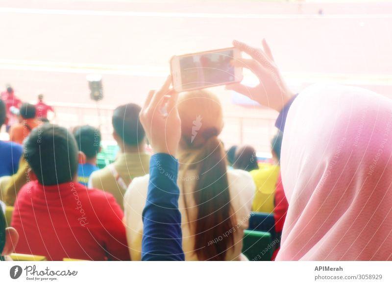 Zuschauer im Stadion Lifestyle Glück schön Ferien & Urlaub & Reisen Tourismus Telefon PDA Fotokamera Technik & Technologie Internet Mensch Frau Erwachsene