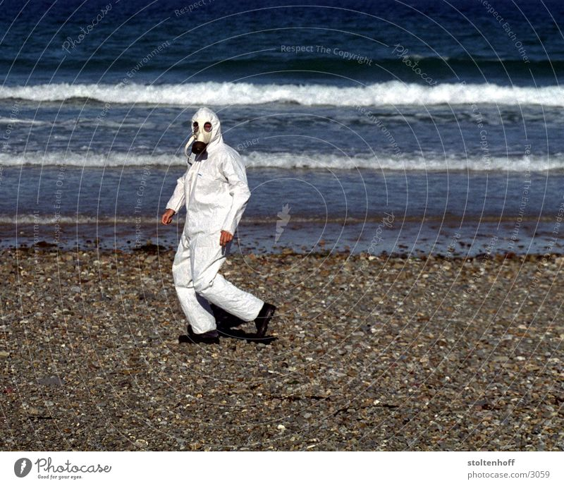urlaub in der bretagne - teil 2 Wasser weiß Meer Strand Ferien & Urlaub & Reisen Frankreich Arbeitsbekleidung Küste Arbeitsanzug Atemschutzmaske
