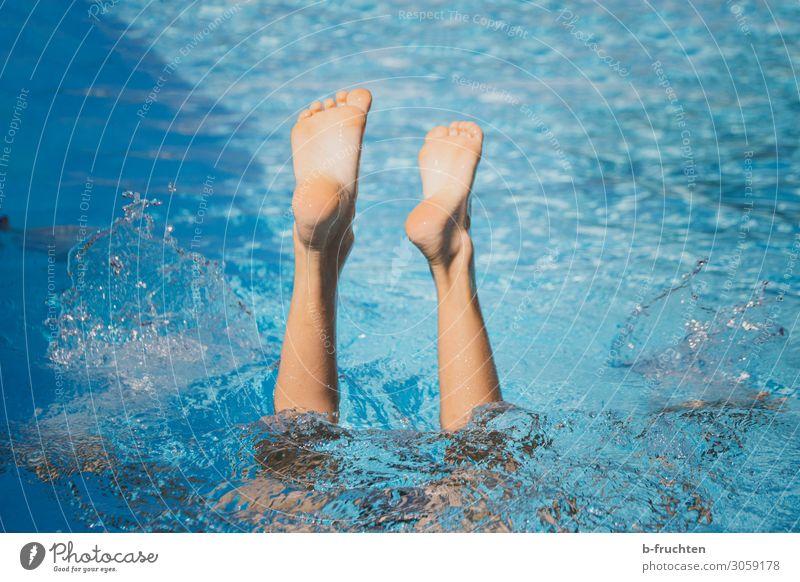 Abtauchen Kind Mensch Ferien & Urlaub & Reisen blau Erholung Beine Leben Sport Bewegung Fuß Schwimmen & Baden Freizeit & Hobby frei frisch Fitness fantastisch