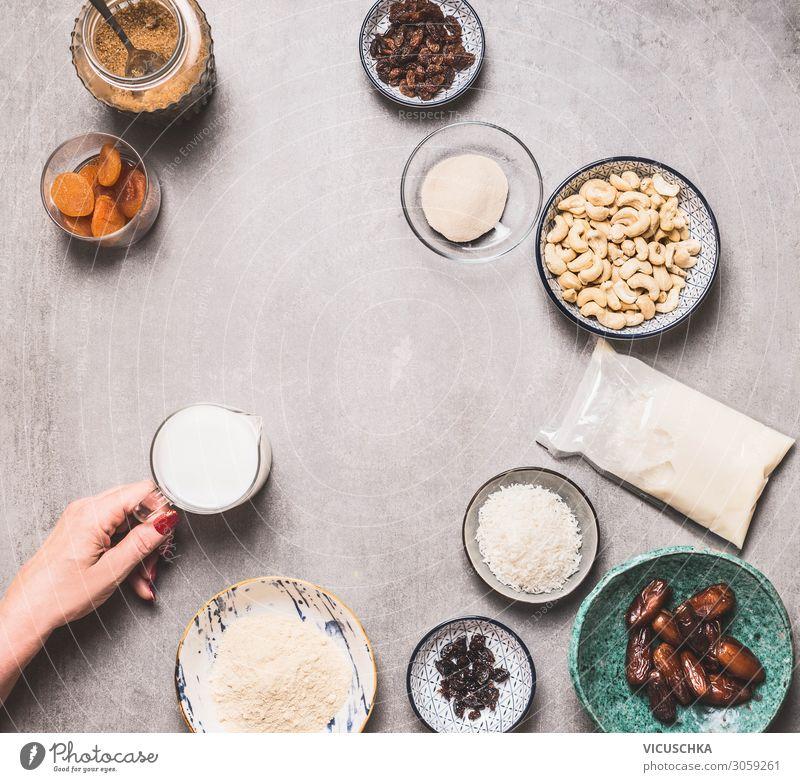 Vegane glutenfreie Kuchen Zutaten Frau Gesunde Ernährung Hand Foodfotografie Gesundheit Lebensmittel Essen Hintergrundbild Erwachsene Stil Design Tisch kaufen