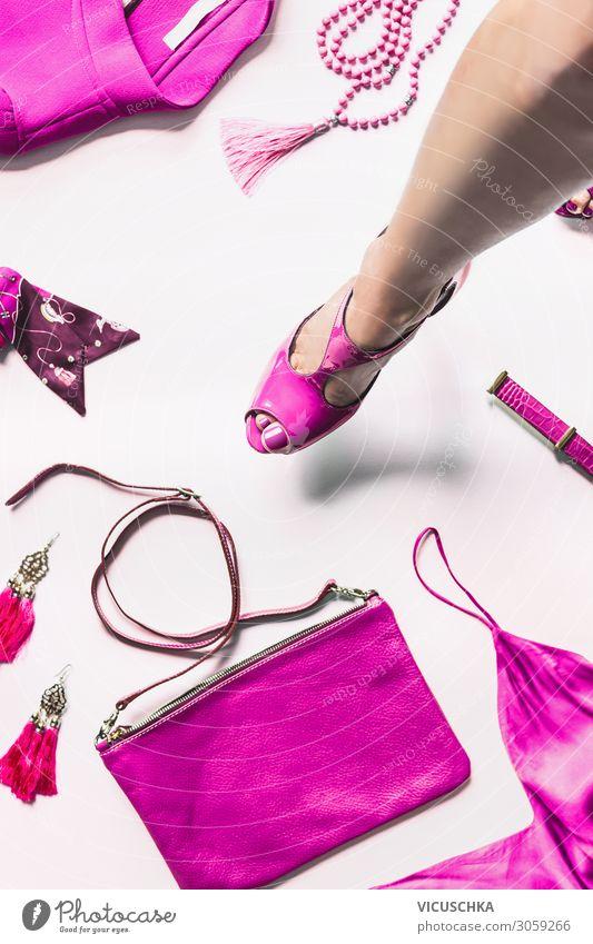 Bein in rosa Schuhe and Accessoires kaufen Stil Design Mensch Frau Erwachsene Beine Fuß Mode Leder Schmuck Gürtel Tasche Damenschuhe trendy leg creative