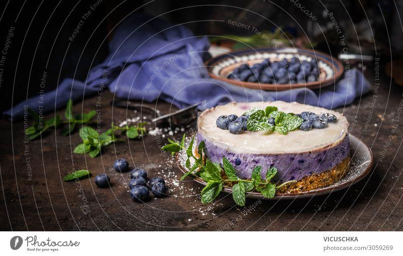 Heidelbeerkuchen auf dunklem Küchentisch Lebensmittel Frucht Kuchen Dessert Ernährung Geschirr Design Tisch Vegane Ernährung Hintergrundbild blueberries
